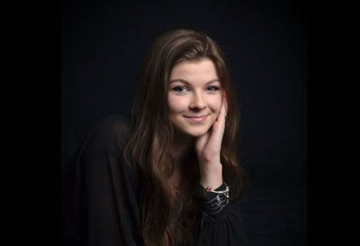 Rebecca Main portrait